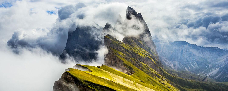 vista paesaggio con montagna per evidenziare l